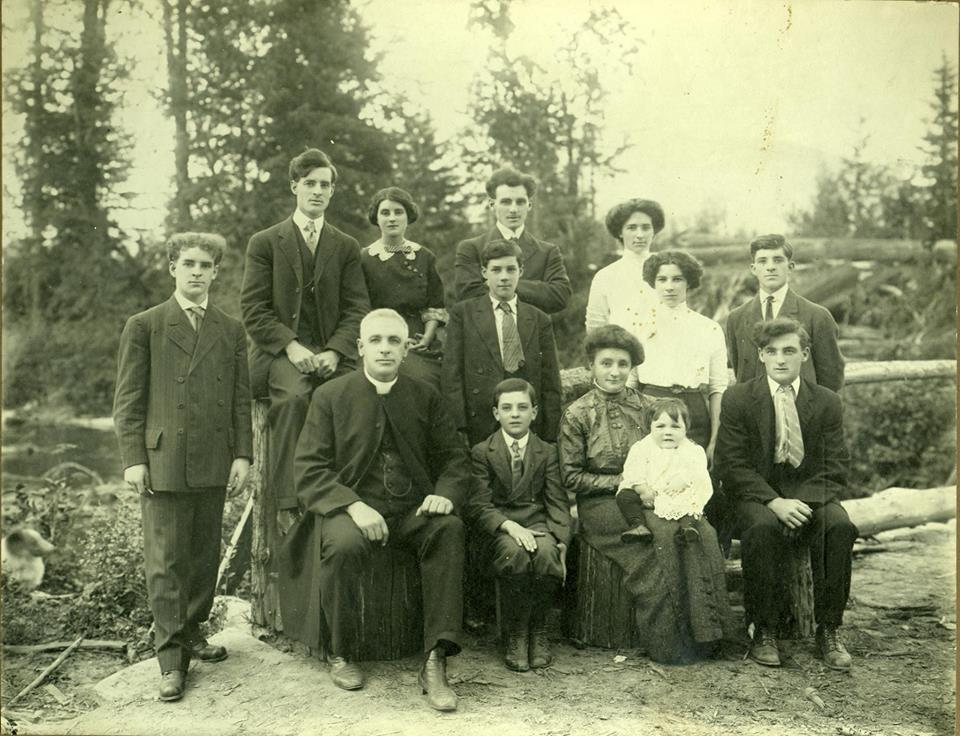 Brown Bag History - How to be a Genealogist @ Revelstoke Museum & Archives |  |  |