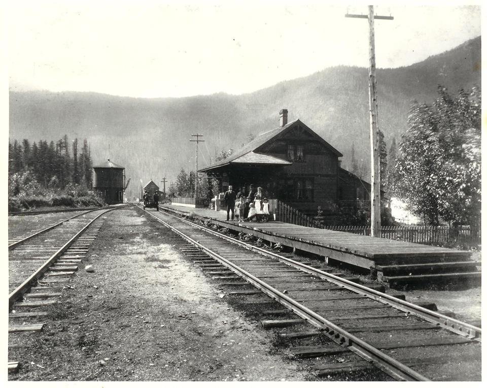 Brown Bag History - Albert Canyon @ Revelstoke Museum & Archives |  |  |